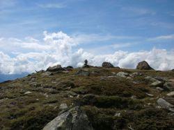 Bergkuppe mit Wolken
